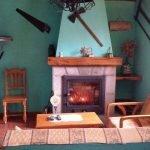 chimenea del salón casa rural valle tosande casas rurales en Palencia