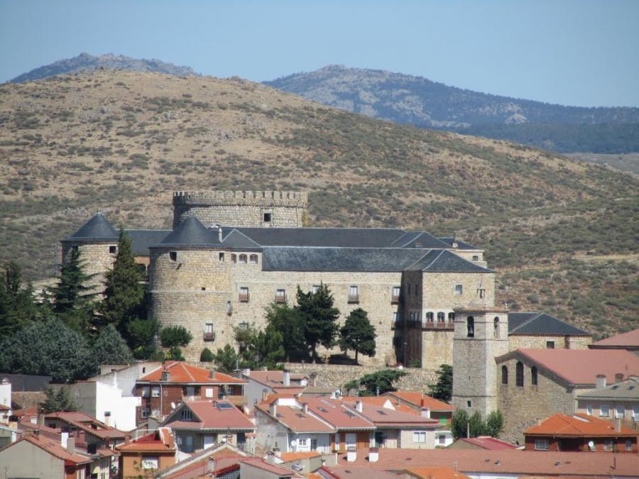 Castillo Las Navas del Marqués