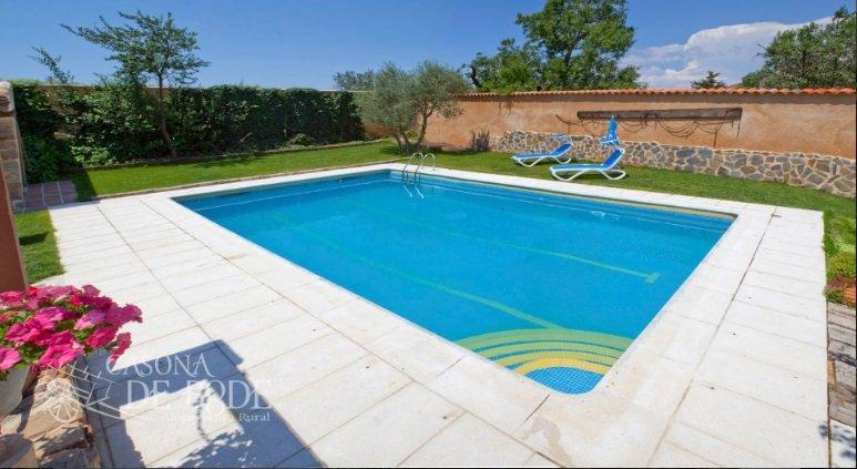 se acerca el verano alojamientos rurales con piscina en