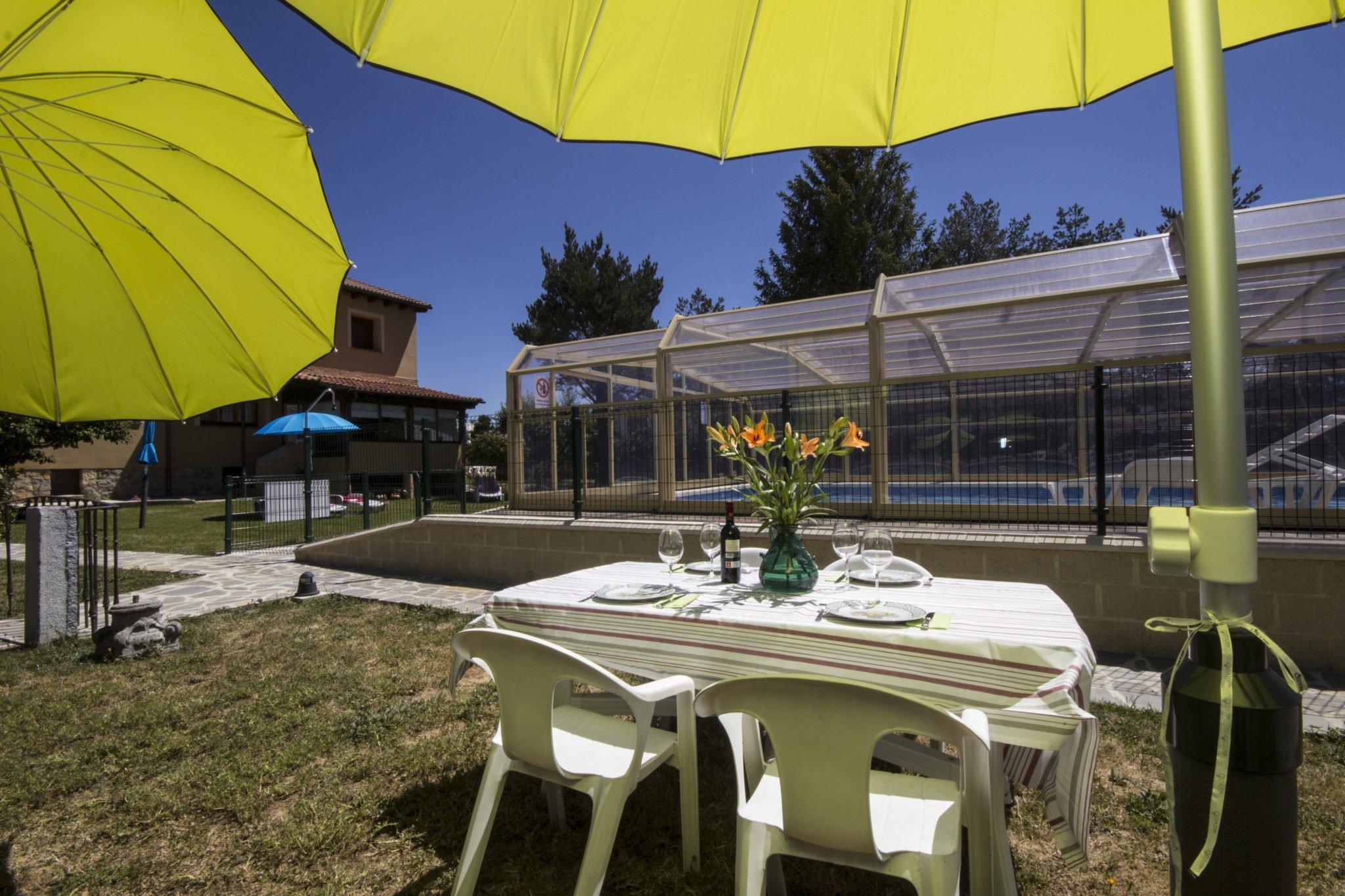 Alojamientos rurales con piscina en segovia para este verano for Hotel piscina segovia