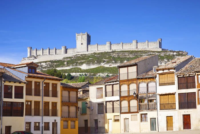 Plaza del Coso and Peñafiel castle