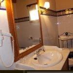 Hotel Los Rastrojos baño, casas rurales para viajar con niños en Burgos