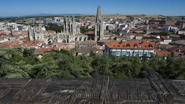 Panorámica de la ciudad de Burgos con la catedral de fondo