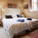 dormitorio la madrigata casas rurales para grupos en león