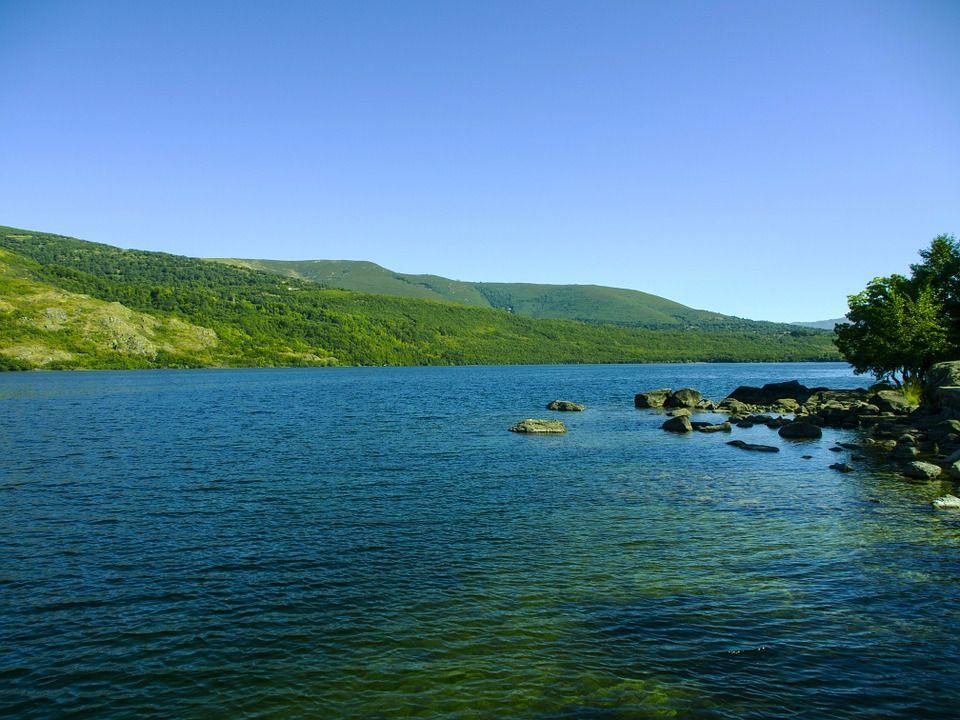 lago de sanabria turismo en castilla y león